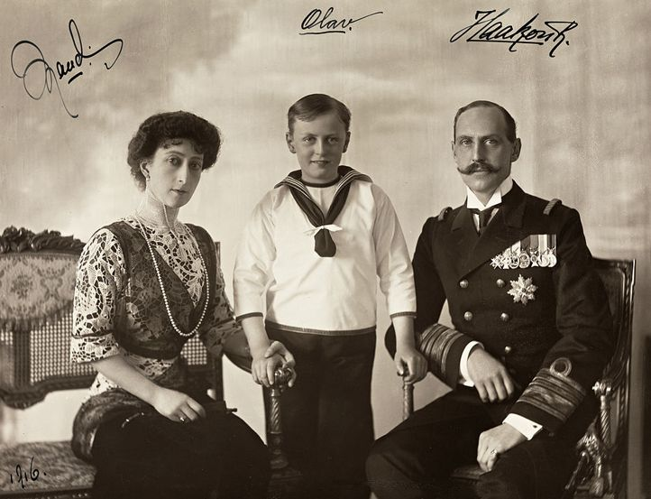 Olav V with his parents